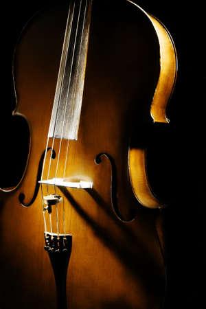 classical music: Cello muziekinstrument orkest klassieke muziek viool close-up op zwarte