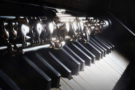 fortepian: Instrumenty muzyczne fortepian i obój klasyczny instrument muzyczny na czarno