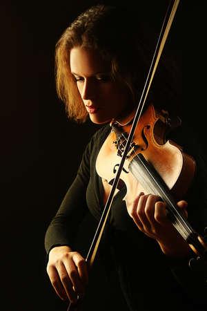 orquesta clasica: Viol�n violinista jugador que juega m�sico orquesta cl�sica Foto de archivo