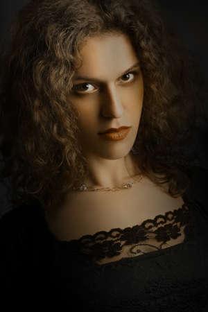 elegante: Portrait de femme. Beau plan rapproché modèle élégant regardant le visage Banque d'images