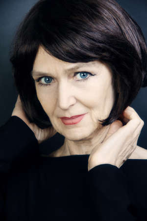 Ältere Frau, die schöne, reife Frau 60 Jahre alt Porträt