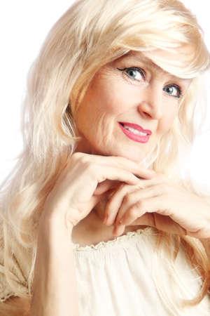 Senior Frau Porträt der lächelnden schönen reifen Frau 60 Jahre alt