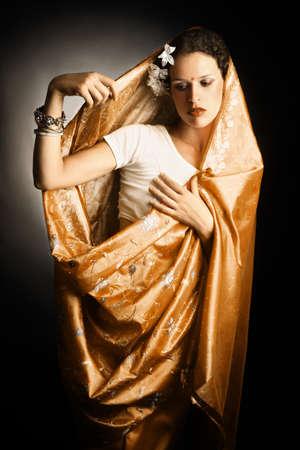 elegante: Femme en sari indien mode