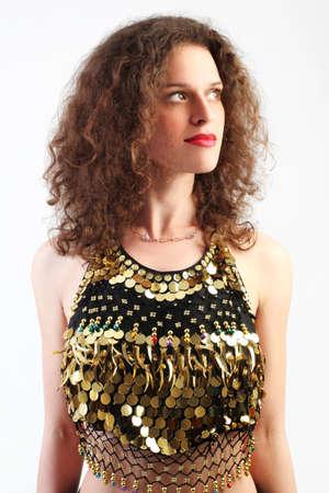 elegante: Femme bouclé brillant habit portrait