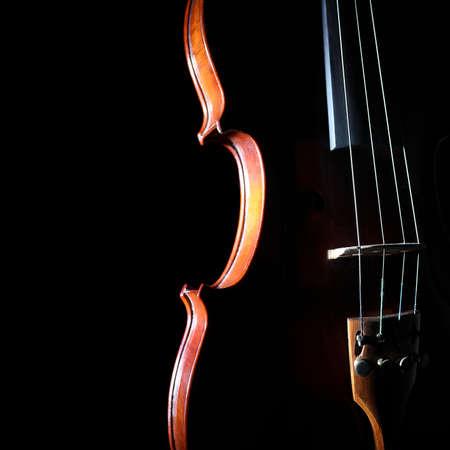 classical music: Viool orkest muziekinstrumenten Silhouet reeks close-up op zwarte