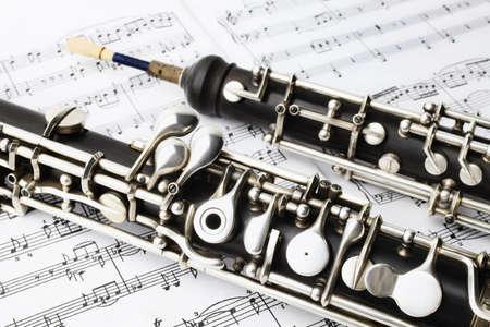 Klassieke muziek instrumenten hobo spelen muziekinstrument met muziek vel aantekeningen