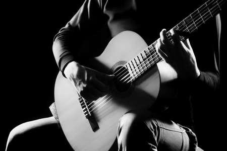 악기와 어쿠스틱 기타 플레이어 클래식 기타리스트 손