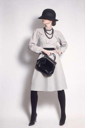 elegante: Fashion model en robe vintage femme élégante de style rétro des vêtements Banque d'images