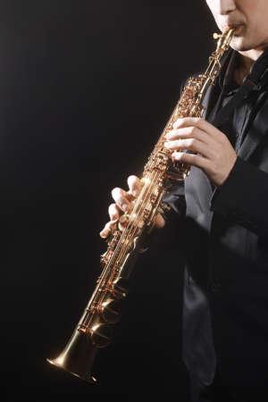 soprano saxophone: Saxof�n cl�sico instrumentos musicales Saxofonista con saxo soprano