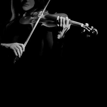orquesta clasica: Jugador del viol�n violinista tocando m�sica cl�sica Foto de archivo