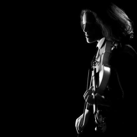 violinista: Viol�n Concierto Violinista jugador aislado en fondo negro Foto de archivo
