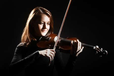 violinista: Jugador del viol�n violinista m�sico cl�sico. Orquesta de instrumentos musicales de reproducci�n de m�sica Foto de archivo