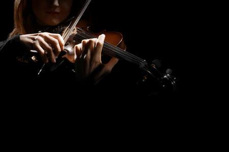 orquesta: Jugador del violín violinista músico clásico. Orquesta de instrumentos musicales de reproducción de música Foto de archivo