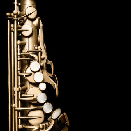saxofón: Saxofón del jazz del instrumento de música del saxofón del alto aislado en negro Foto de archivo