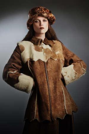 elegante: Vêtements manteau d'hiver en peau de mouton femme élégante chapeau d'hiver de la mode