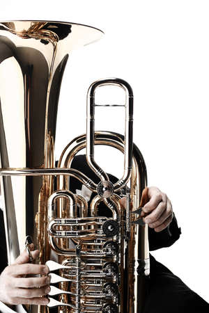 チューバの金管楽器。管楽器音楽オーケストラ低音ホーン白で隔離