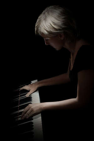 Piano player. Pianist playing piano concert classical musician isolated Standard-Bild