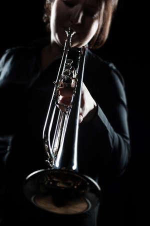 Trumpet player. Woman playing jazz Trumpeter with brass instrument Standard-Bild