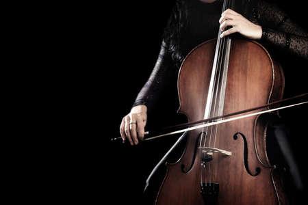 Violoncelliste violoncelliste . violoncelle tenant violoncelle avec l & # 39 ; orchestre de l & # 39 ; orchestre de la musique de près Banque d'images - 91579551