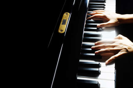 Piano player. Pianist hands piano grand music instrument close up keyboard Banque d'images
