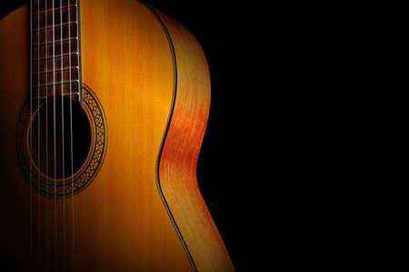Guitarra acústica guitarra española clásica de cerca. Primer plano de instrumentos musicales