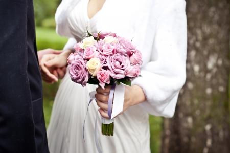 花嫁のためのバラの花束
