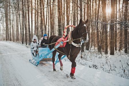La guida su slitta per Capodanno vacanze. Archivio Fotografico - 34708847