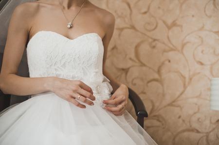 女の子はドレス ウェディング ドレスです。