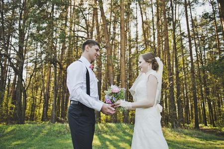 glance: The loving glance of the newlyweds. Stock Photo