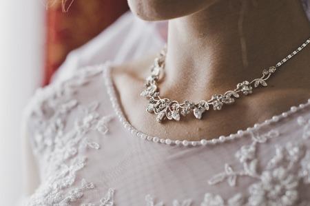 Halskette auf Damen Hals. Standard-Bild - 52492878