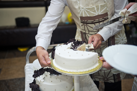 The process of dividing the cake into pieces. 스톡 콘텐츠 - 111263391