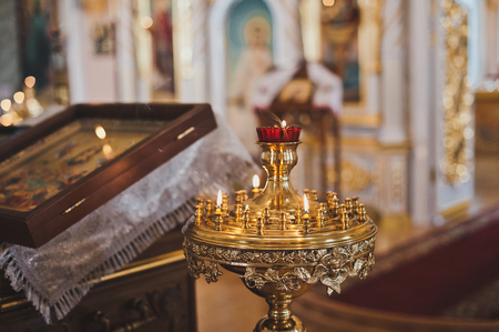 Burning candles for health in the Church at the icon. Stockfoto