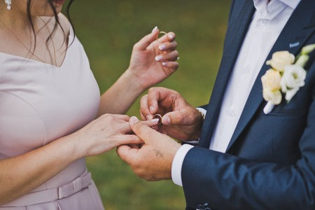 Photo embrace of the hands of the newlyweds. Standard-Bild - 111988432