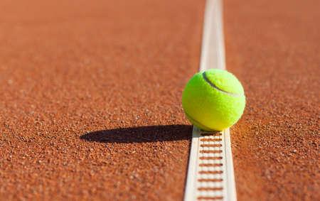 テニス。選手権。粘土のコートでテニス ・ ボール 写真素材