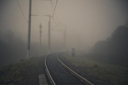 Fog on the railway. Foggy Russian railway. Morning fog. Heavy fog Stockfoto