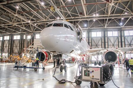 Hangar de aviones. Aerolínea Rusia. Recoge aviones. Aviones nuevos. Avistamiento oficial en el aeropuerto de Pulkovo, San Petersburgo Rusia 28 de noviembre de 2018