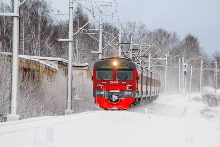 Russian train in the winter. The train on the platform. The train pulls up to the platform. Winter train. Public transport. Russia, Gatchina December 26, 2018 Éditoriale
