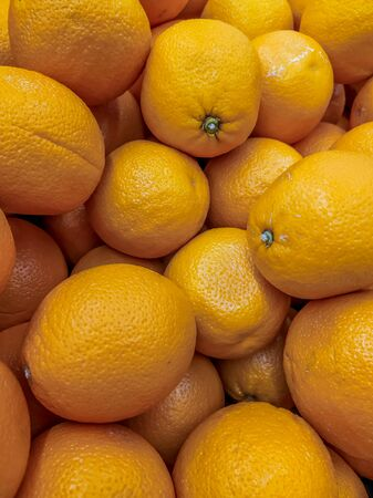 Lots of oranges . Background oranges . Fruit on the counter of the store. Huge selection of oranges. Orange fruit Stockfoto