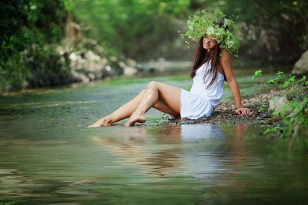 Beautiful young girl resting in water Imagens