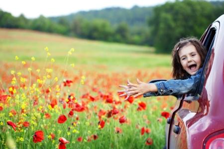 field trip: Cute child girl in poppy field
