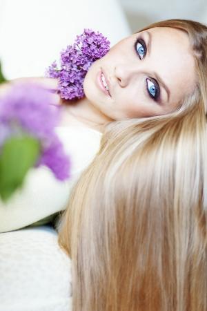 capelli biondi: Ritratto di donna bella, con incredibili occhi azzurri