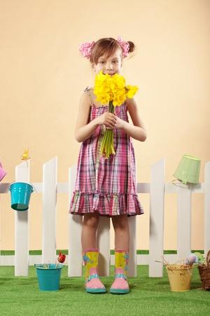 botas de lluvia: Estudio de retrato de niña linda niña de Pascua serie