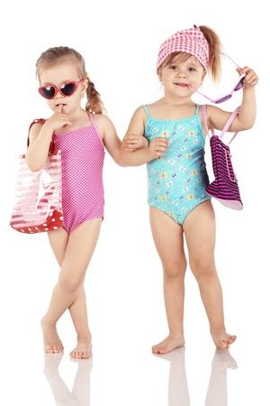 자손: 흰색 배경에 고립 된 수영복을 입고 귀여운 유행 아이들의 스튜디오 시리즈 스톡 사진