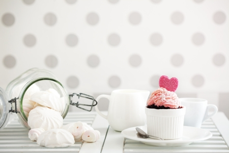 A cupcake on a table lifestyle photo Stock Photo - 18818878