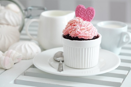 A cupcake on a table lifestyle photo Stock Photo - 18818899