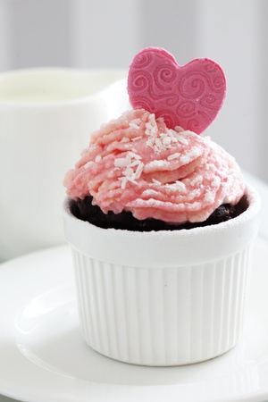 A cupcake on a table lifestyle photo Stock Photo - 18818875