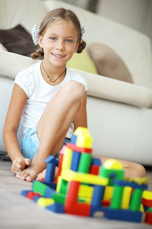 7 8 years: Child playing with blocks at home Stock Photo