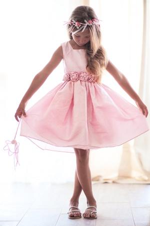 Mooi klein meisje draagt ??fee kostuum met toverstaf Stockfoto - 21591653