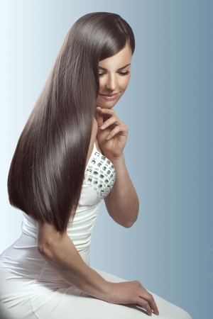 straight hair: Portrait of young beautiful woman with perfect hair