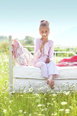 7 세 아이가 스프링 필드에 편안한 침대에서 휴식